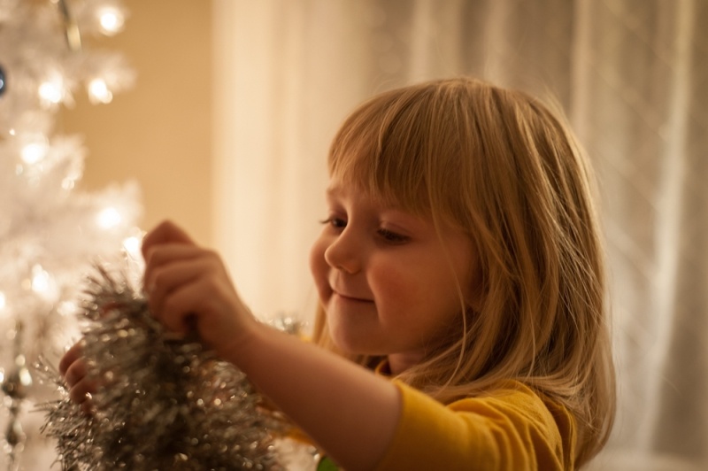maggie decorating tree